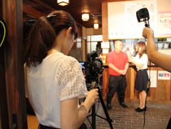 丸山ゼミの4年生が地元ケーブルTV・ベイコムの番組「ほっとネット☆ベイコム」でリポーターとして出演しました!