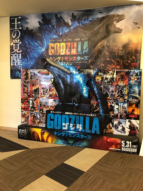 映画館内のフォトスポット。歴代の映画のポスターも集合。