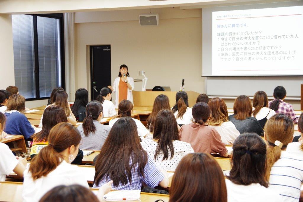【グローバルビジネス論】「女性の働き方とキャリアプラン」をテーマにお話を伺いました。