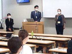 審査と講評をおこなう、キャブ社・苦田氏(中央)と、伊勢志摩リゾートマネジメント社の廣・濱口両氏(左右)